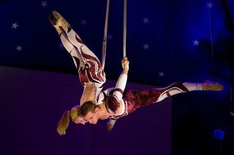 artistas-de-circo-acrobatas