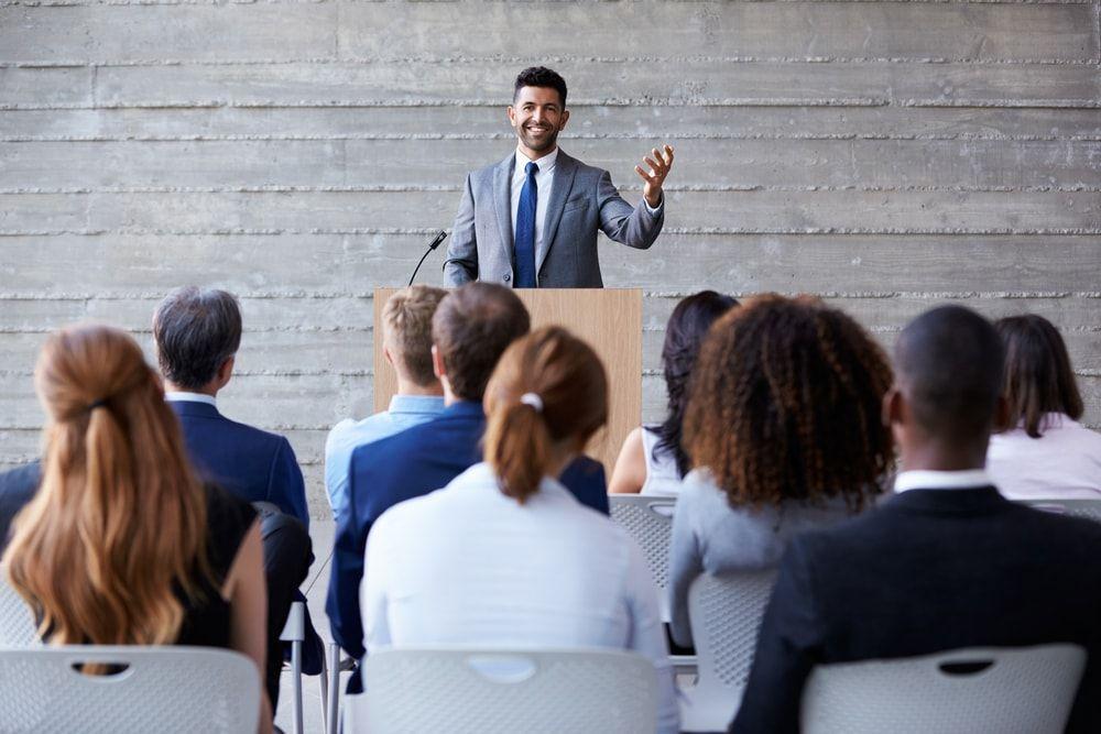 como-hablar-en-publico-para-empresas